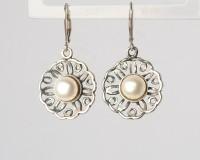 Сребърни обици цвете с бели перли